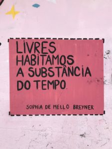 "sticker art: ""livres habitamos a substancia do tempo, Sophia de Mello Breyner"""